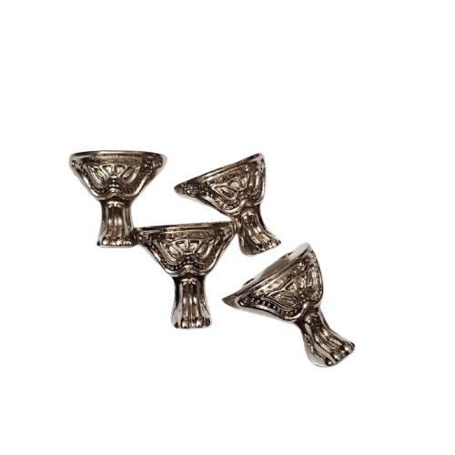 جنس : زاماک  بسیار مقاوم  لعاب درجه یک  ابعاد : 2.6cm قیمت برای هر عدد از پایه سینی طرح صلیب می باشد.